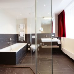 Отель Vienna House Easy München Германия, Мюнхен - 1 отзыв об отеле, цены и фото номеров - забронировать отель Vienna House Easy München онлайн ванная фото 2