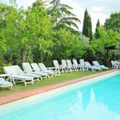 Отель Poggio Cuccule Монтеварчи бассейн