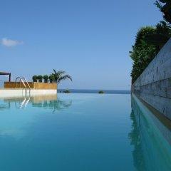 Warwick Palm Beach Hotel бассейн