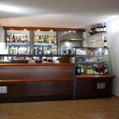 Отель 115 The Strand Suites гостиничный бар