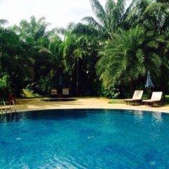 Отель Phuket Chaba Hotel Таиланд, Пхукет - 1 отзыв об отеле, цены и фото номеров - забронировать отель Phuket Chaba Hotel онлайн бассейн фото 2