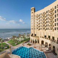 Отель The Ajman Palace балкон