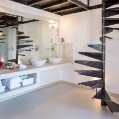 Art Hotel Santorini сейф в номере