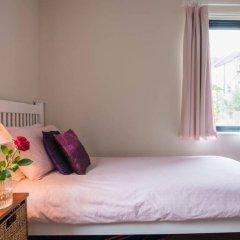 Отель Modern 3 Bedroom Family House With Garden комната для гостей