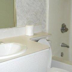 Отель Rodeway Inn North Columbus ванная
