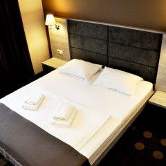 Гостиница Амбассадор Плаза сейф в номере