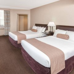 Отель Ramada Plaza by Wyndham Calgary Downtown Канада, Калгари - отзывы, цены и фото номеров - забронировать отель Ramada Plaza by Wyndham Calgary Downtown онлайн комната для гостей фото 2