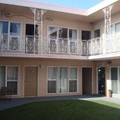 Отель Bevonshire Lodge Motel США, Лос-Анджелес - 1 отзыв об отеле, цены и фото номеров - забронировать отель Bevonshire Lodge Motel онлайн парковка