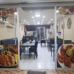 Отель Royal Inn Kitchen and Bar питание