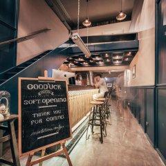 Отель Good'uck Hostel at Silom Таиланд, Бангкок - отзывы, цены и фото номеров - забронировать отель Good'uck Hostel at Silom онлайн гостиничный бар