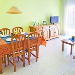 Отель RVhotels Apartamentos Ses Illes Испания, Бланес - отзывы, цены и фото номеров - забронировать отель RVhotels Apartamentos Ses Illes онлайн комната для гостей фото 5