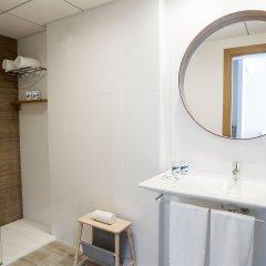 Отель Aparthotel CYE Holiday Centre Испания, Салоу - 4 отзыва об отеле, цены и фото номеров - забронировать отель Aparthotel CYE Holiday Centre онлайн ванная фото 2