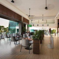 Отель One15 Marina Club Сингапур гостиничный бар фото 2