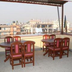 Отель Rambler Hostel Pvt Ltd Непал, Катманду - отзывы, цены и фото номеров - забронировать отель Rambler Hostel Pvt Ltd онлайн балкон