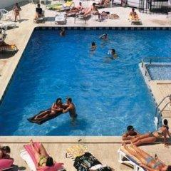 West Ada Inn Hotel бассейн