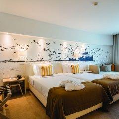 Отель MH Peniche сейф в номере