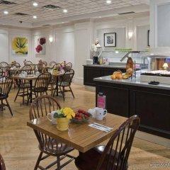 Отель The Strathcona Hotel Канада, Торонто - отзывы, цены и фото номеров - забронировать отель The Strathcona Hotel онлайн питание фото 3