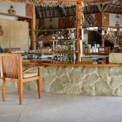 Отель Tikehau Pearl Beach Resort гостиничный бар