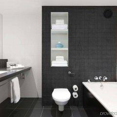 Отель Crowne Plaza London - Docklands Великобритания, Лондон - отзывы, цены и фото номеров - забронировать отель Crowne Plaza London - Docklands онлайн ванная фото 2
