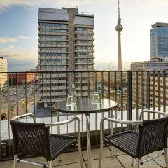Отель Holiday Inn Berlin - Centre Alexanderplatz Германия, Берлин - 10 отзывов об отеле, цены и фото номеров - забронировать отель Holiday Inn Berlin - Centre Alexanderplatz онлайн балкон