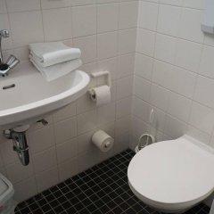 Отель JUGENDGASTEHAUS DRESDEN - Hostel Германия, Дрезден - 1 отзыв об отеле, цены и фото номеров - забронировать отель JUGENDGASTEHAUS DRESDEN - Hostel онлайн ванная