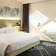 Отель Hilton Amsterdam Airport Schiphol Нидерланды, Схипхол - 1 отзыв об отеле, цены и фото номеров - забронировать отель Hilton Amsterdam Airport Schiphol онлайн комната для гостей фото 2