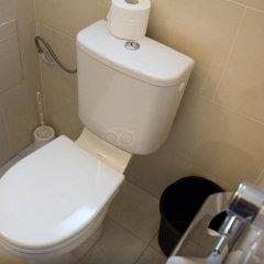 Отель Tiquetonne Франция, Париж - отзывы, цены и фото номеров - забронировать отель Tiquetonne онлайн ванная фото 2
