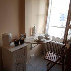 Апартаменты Studio Apartment Near The Eiffel Tower в номере