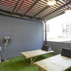 Отель LiveItUp Asok by D Varee Таиланд, Бангкок - отзывы, цены и фото номеров - забронировать отель LiveItUp Asok by D Varee онлайн балкон