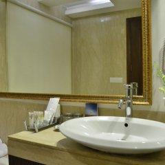 Отель Country Inn & Suites by Radisson, Delhi Satbari Индия, Нью-Дели - отзывы, цены и фото номеров - забронировать отель Country Inn & Suites by Radisson, Delhi Satbari онлайн ванная фото 2