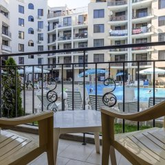 Апартаменты Quiet One Bedroom Apartment with Kitchenette in Avalon Complex балкон