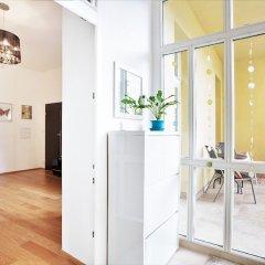 Апартаменты Charming Two-Bedroom Apartment Next To The Emmaus Abbey Прага балкон