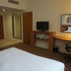 Отель Hampton by Hilton Luton Airport удобства в номере