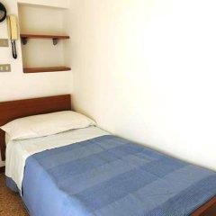 Отель Villa Derna Римини сейф в номере