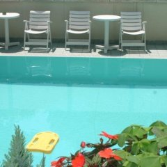 Hotel Arno Римини бассейн