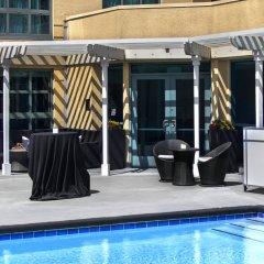 Отель Renaissance Los Angeles Airport Hotel США, Лос-Анджелес - 8 отзывов об отеле, цены и фото номеров - забронировать отель Renaissance Los Angeles Airport Hotel онлайн бассейн фото 3