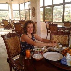 Отель Town of Nebo Hotel Иордания, Аль-Джиза - отзывы, цены и фото номеров - забронировать отель Town of Nebo Hotel онлайн питание