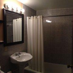 Отель Moonlite Motel США, Ниагара-Фолс - отзывы, цены и фото номеров - забронировать отель Moonlite Motel онлайн ванная