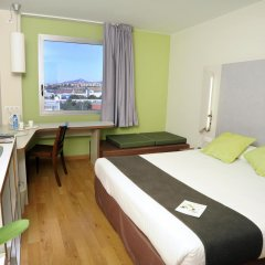 Отель Campanile Barcelona Sud - Cornella Испания, Корнелья-де-Льобрегат - 4 отзыва об отеле, цены и фото номеров - забронировать отель Campanile Barcelona Sud - Cornella онлайн комната для гостей