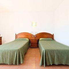 Отель azuLine Hotel Galfi Испания, Сан-Антони-де-Портмань - 1 отзыв об отеле, цены и фото номеров - забронировать отель azuLine Hotel Galfi онлайн комната для гостей фото 5