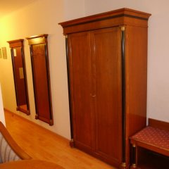 Апартаменты Apartments Deutschmeister сейф в номере
