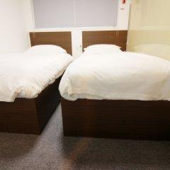Philstay Myeongdong Central Hotel сейф в номере
