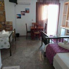 Отель John's Guesthouse Албания, Ксамил - отзывы, цены и фото номеров - забронировать отель John's Guesthouse онлайн удобства в номере