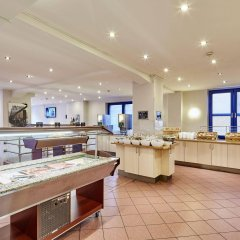 Отель a&o Hamburg Hauptbahnhof Германия, Гамбург - 2 отзыва об отеле, цены и фото номеров - забронировать отель a&o Hamburg Hauptbahnhof онлайн питание фото 2