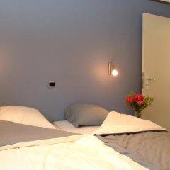 Отель Holiday Home De Colve сейф в номере
