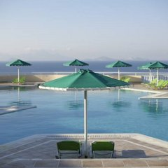 Отель Mitsis Family Village Beach Hotel Греция, Нисирос - отзывы, цены и фото номеров - забронировать отель Mitsis Family Village Beach Hotel онлайн бассейн