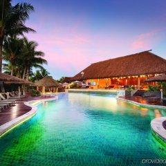 Отель Outrigger Fiji Beach Resort Фиджи, Сигатока - отзывы, цены и фото номеров - забронировать отель Outrigger Fiji Beach Resort онлайн бассейн фото 2