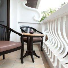 Отель The Old Phuket - Karon Beach Resort балкон
