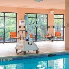 Отель Courtyard by Marriott Newark Elizabeth США, Элизабет - отзывы, цены и фото номеров - забронировать отель Courtyard by Marriott Newark Elizabeth онлайн бассейн фото 3