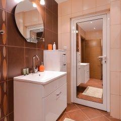 Отель FM Deluxe 2-BDR - Apartment - The Maisonette Болгария, София - отзывы, цены и фото номеров - забронировать отель FM Deluxe 2-BDR - Apartment - The Maisonette онлайн ванная фото 2